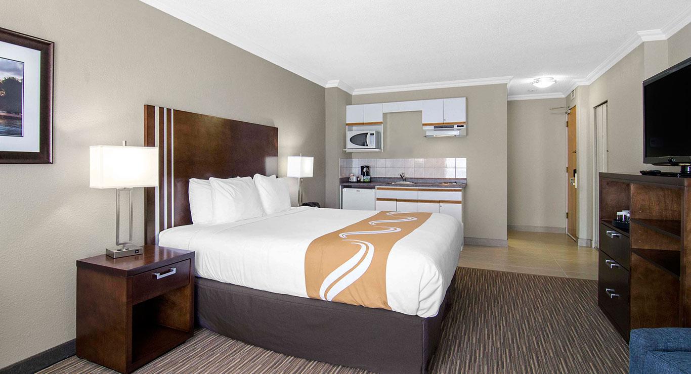 Quality inn downtown inner harbour victoria bc hotels located within walking distance of victorias inner harbour learn more solutioingenieria Gallery